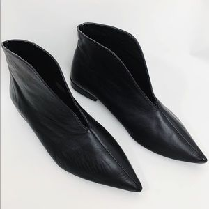 ZARA Trafaluc Flat V Vamp Ankle Leather Booties